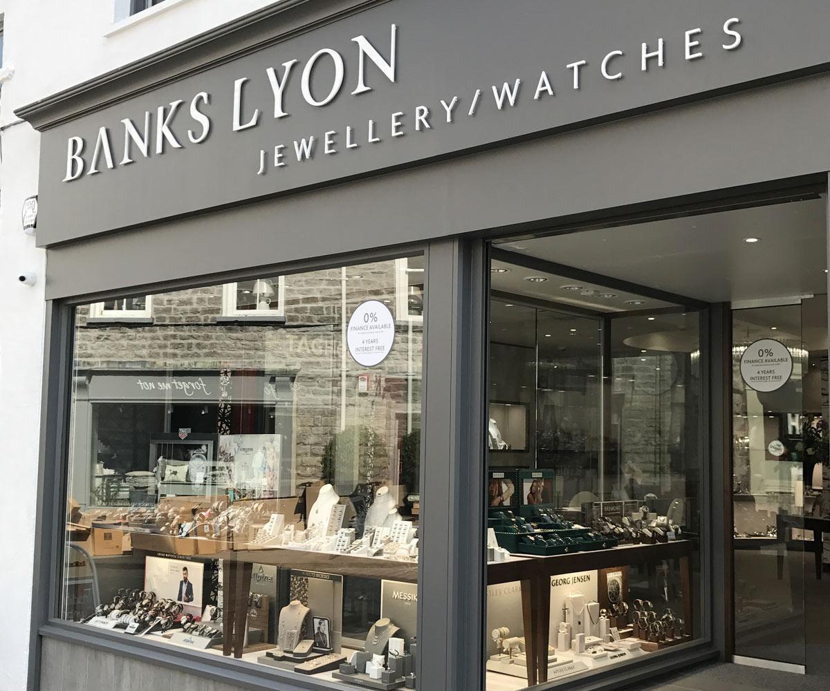 Shopfitting Banks Lyon